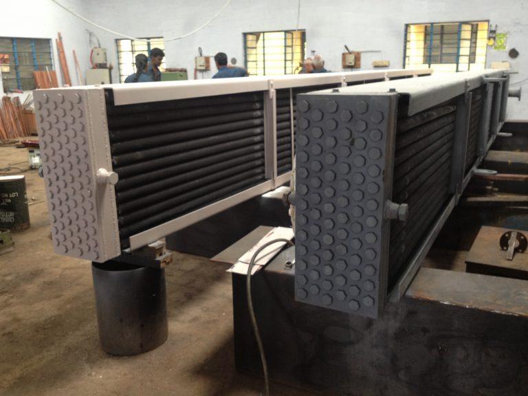 Air cooled heat condenser tube bundle